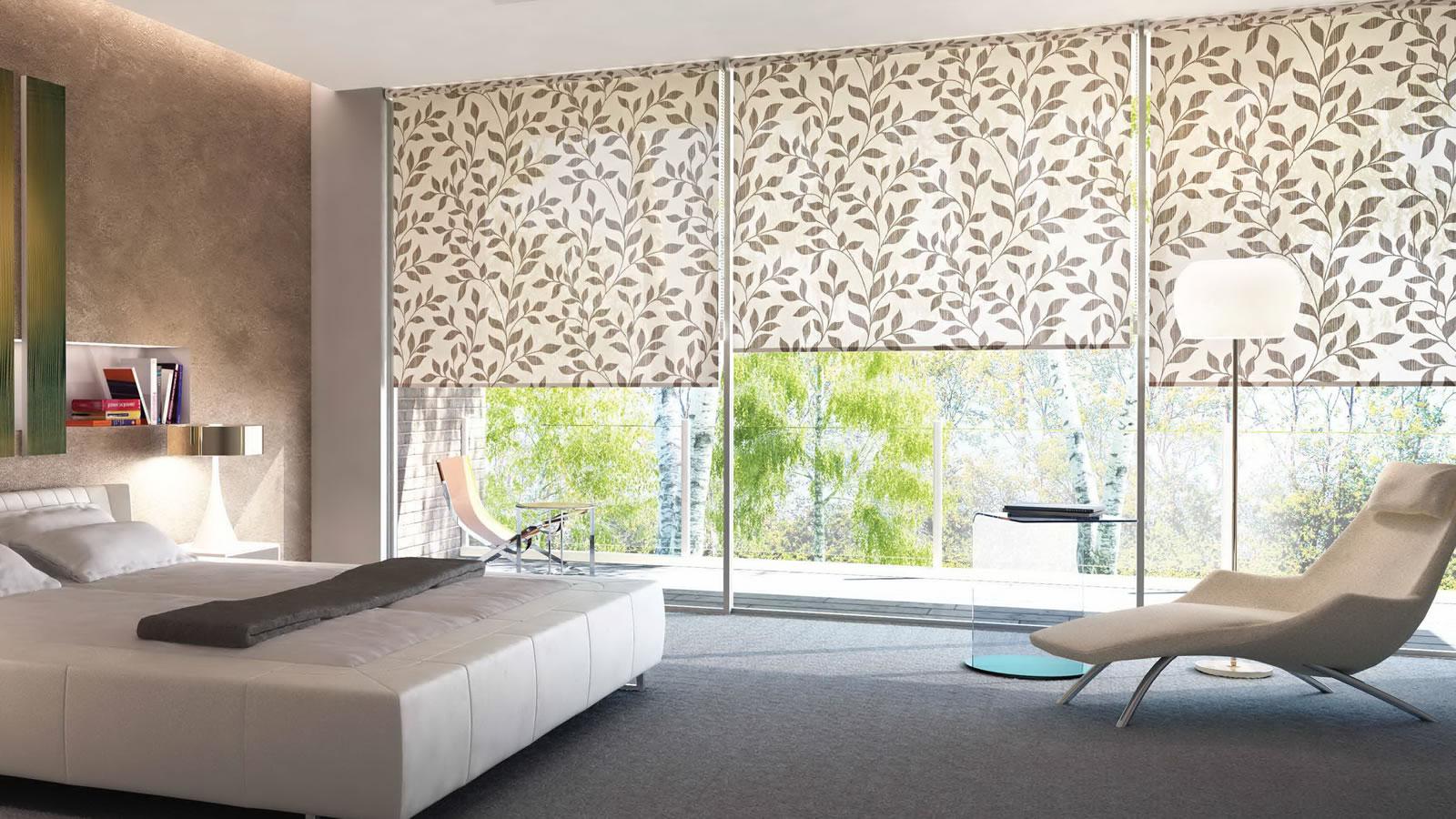 Декорирование окна с помощью жалюзи